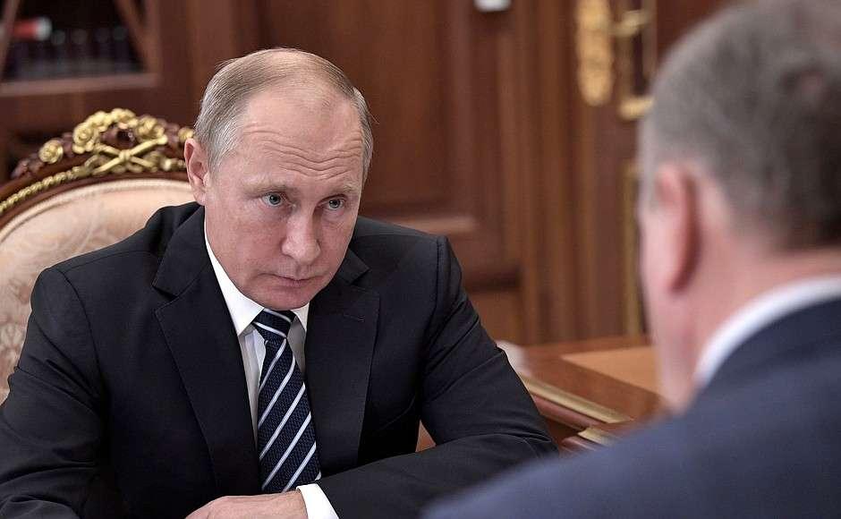 Путин одобрил эксперимент с дополнительными выплатами врачам за снижение смертности