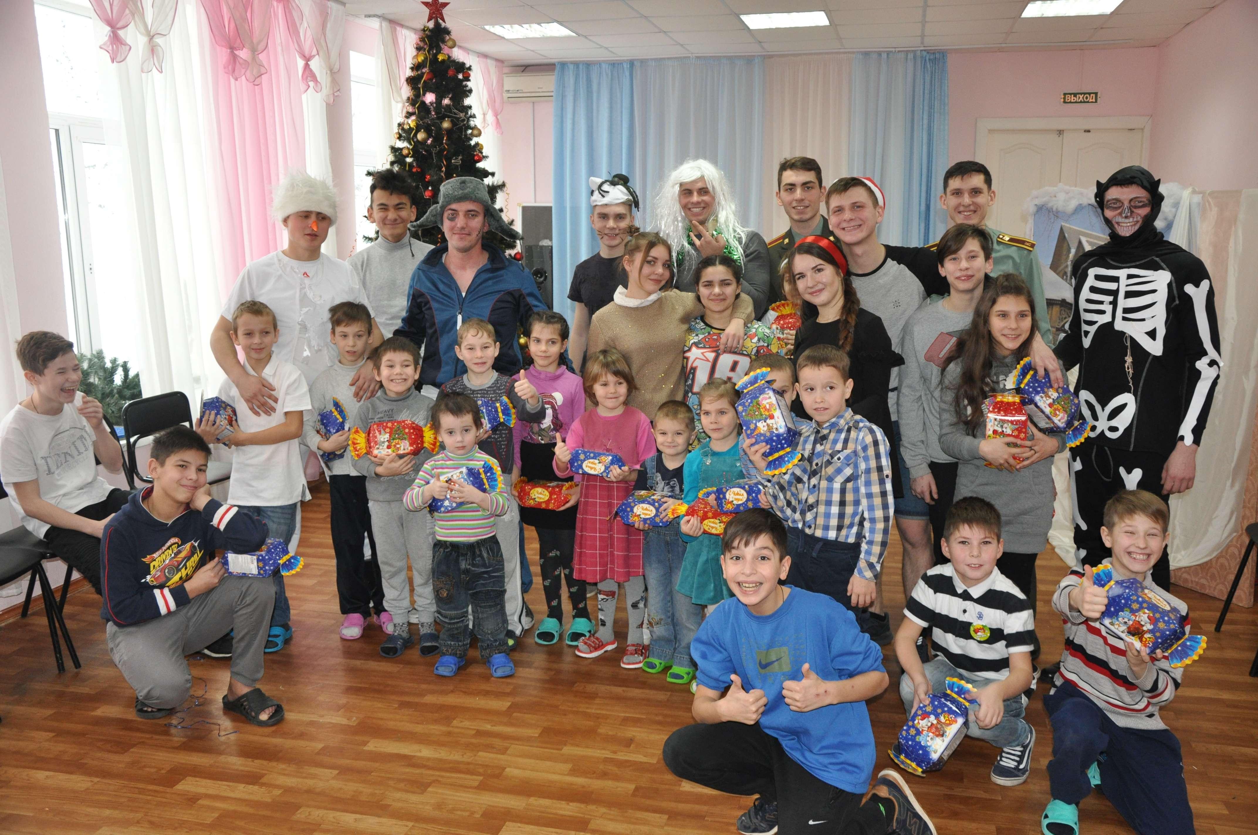 Росгвардейцы выступили с праздничной программой перед воспитанникам соццентра
