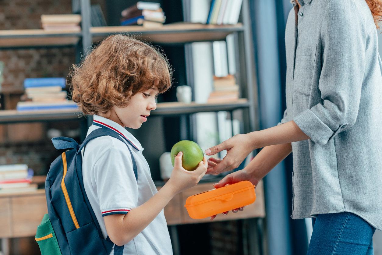 Детский омбудсмен Кузбасса заявил о голодных обмороках у школьников