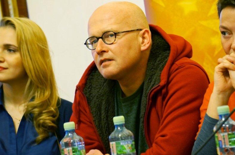 Валерий Панюшкин расскажет про движения за права ВИЧ-положительных людей