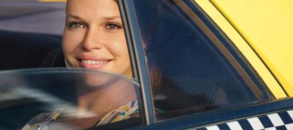 Более четверти россиян назвали цены на такси завышенными