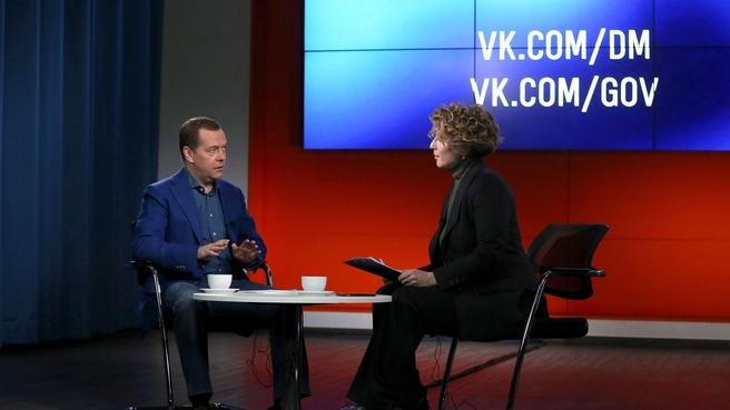 В России могут прекратить использование в будущем пластиковой посуды — Медведев