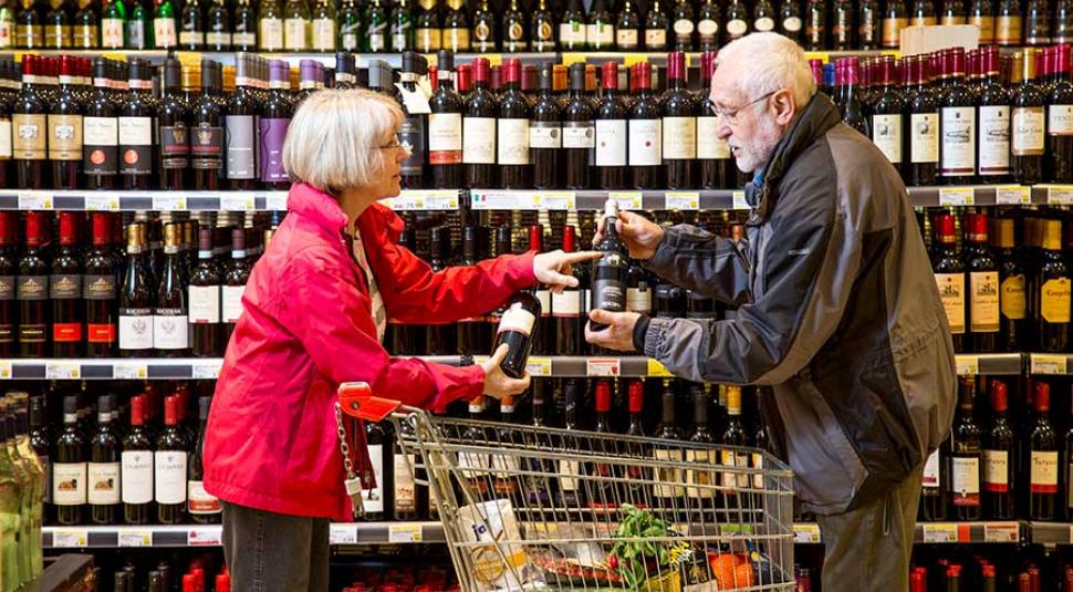 Не употребляющих алкоголь россиян за год стало меньше