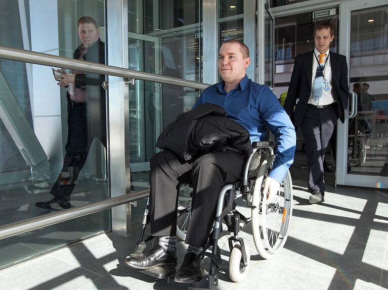 Предполётный досмотр инвалидов в России могут упростить