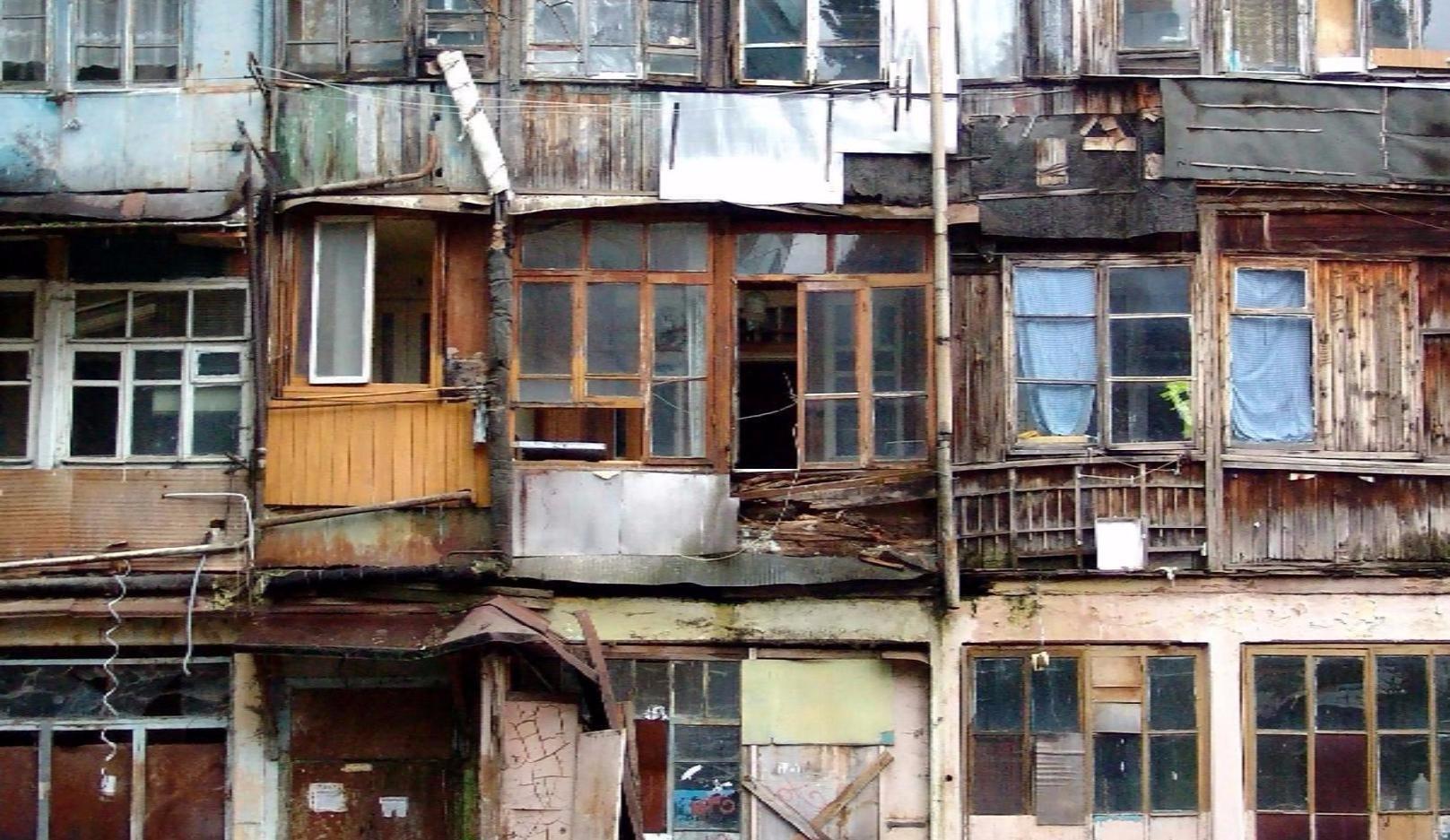 В Архангельской области выявили почти 230 аварийных домов