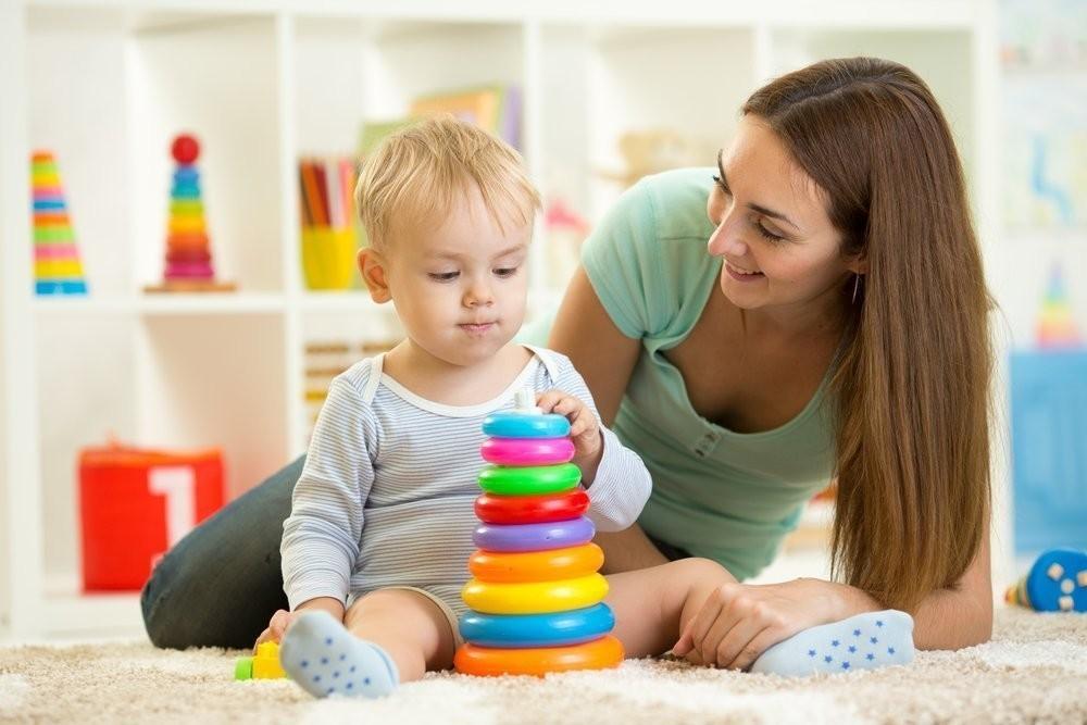Медведев предложил повысить выплаты по уходу за ребёнком