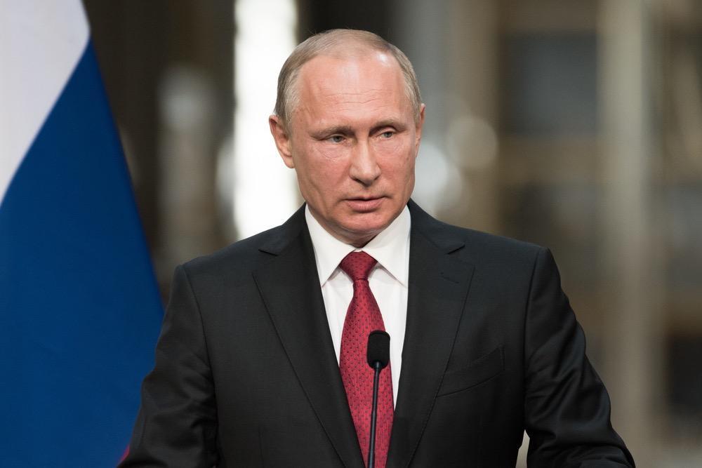 Путин пообещал продолжить развитие системы соцгарантий для военных и правоохранителей