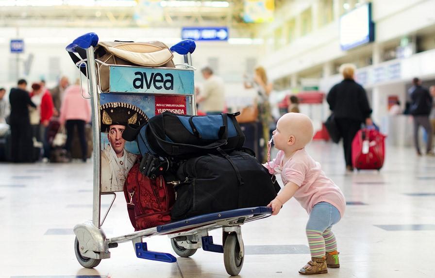 В России с 12 июня введут новые правила выезда детей за границу