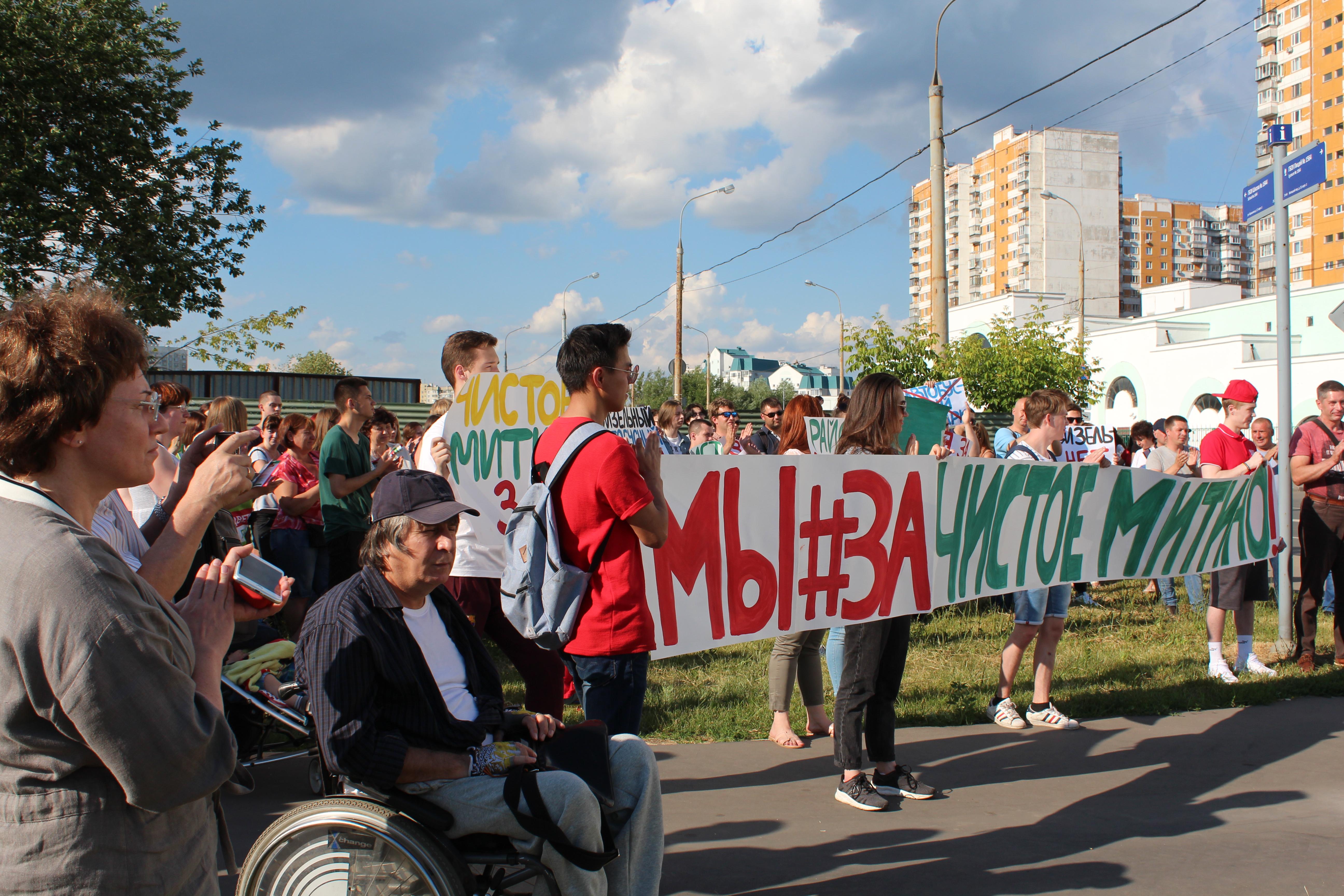 В столице жители провели митинг против неэкологичного автобусного парка
