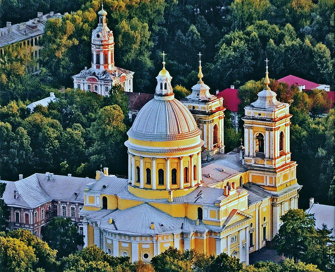 Волонтёрам ИКОМОС дадут советы по благоустройству Александро-Невской лавры в Петербурге