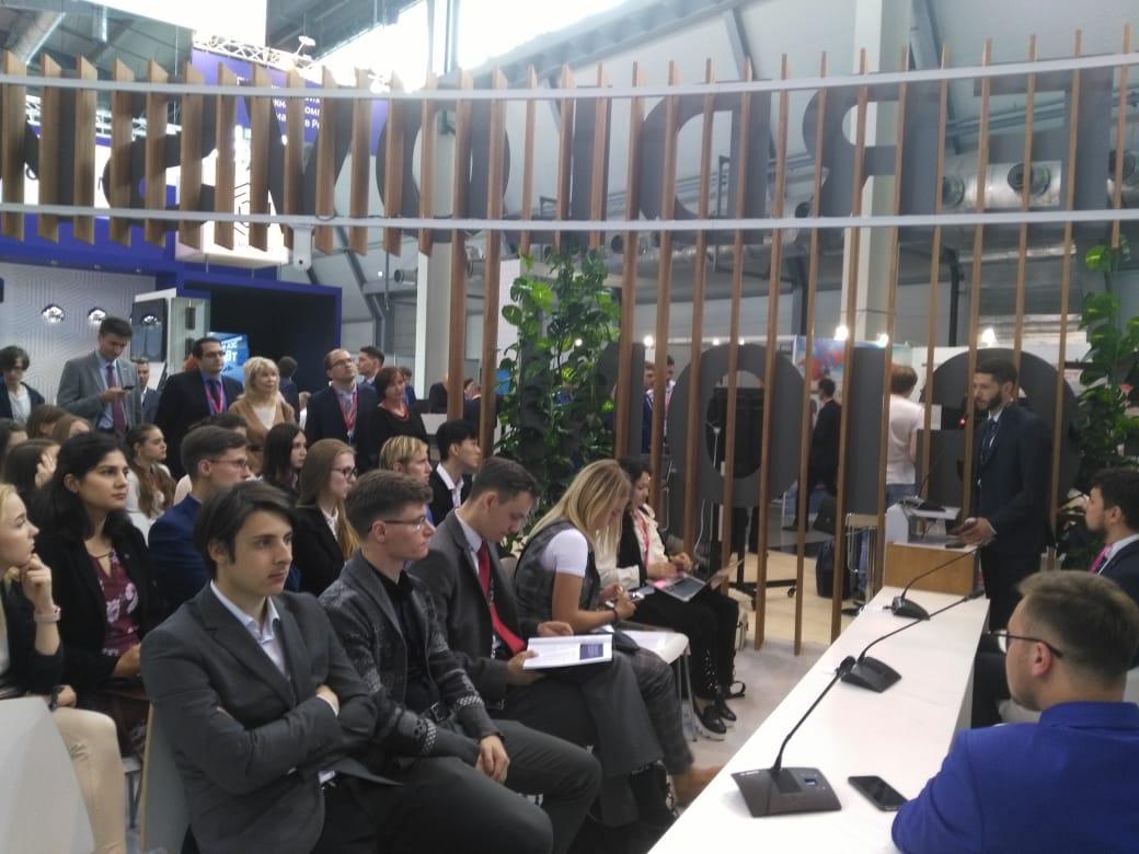 Молодые участники «Иннопром» и GMIS обсудили вопросы развития человеческого капитала в России