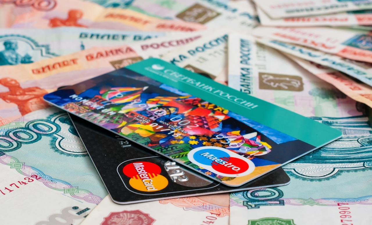 В Минфине рассказали о перспективах перехода России на пластиковые деньги