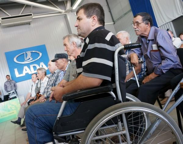Список медпоказаний для вождения автомобиля с ручным управлением расширили