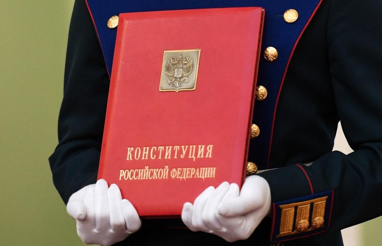 Эксперты подняли вопрос о необходимости поправок в Конституцию России