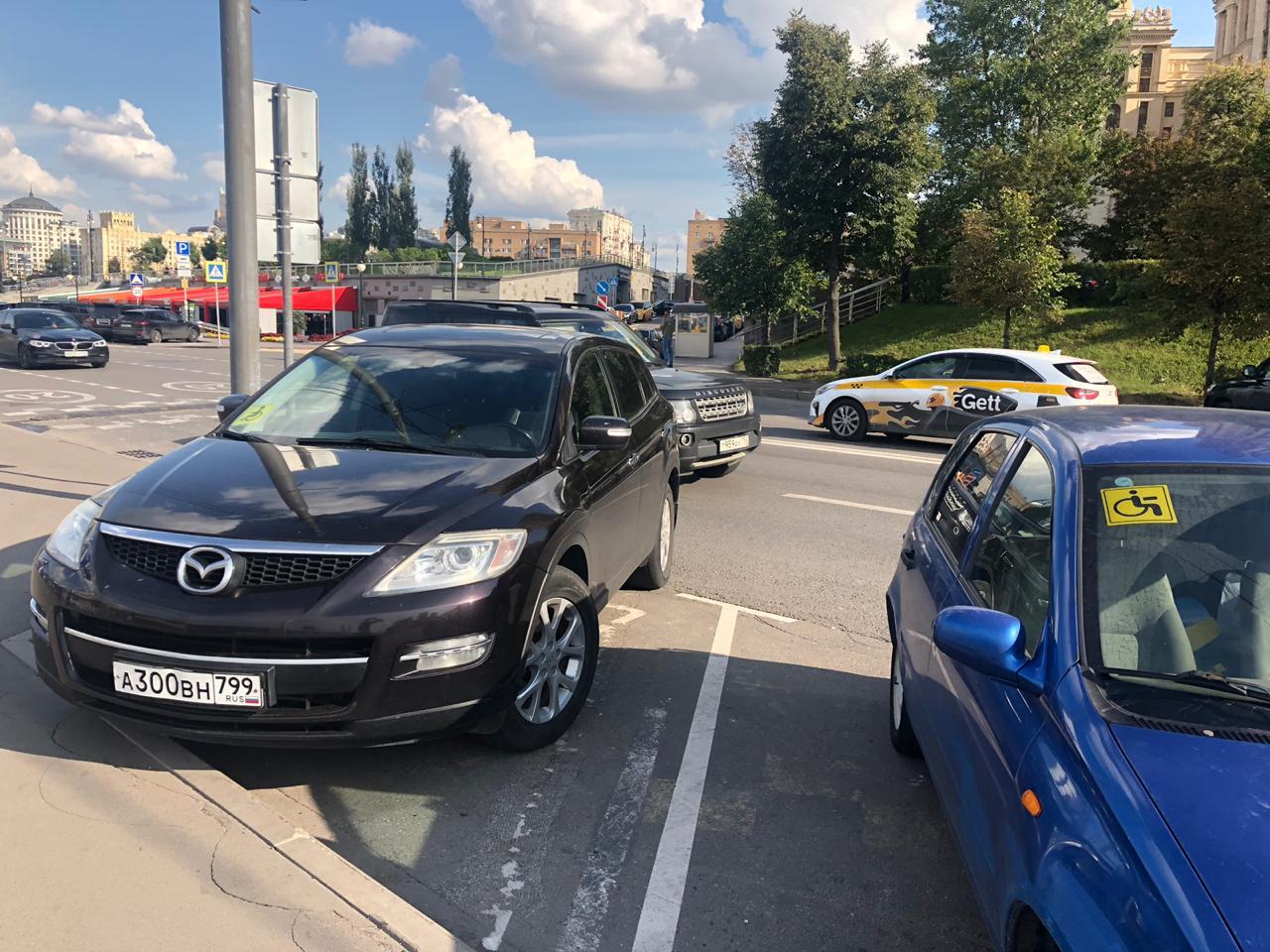 Столичный ЦОДД организовал парковку возле пристани по просьбе инвалидов