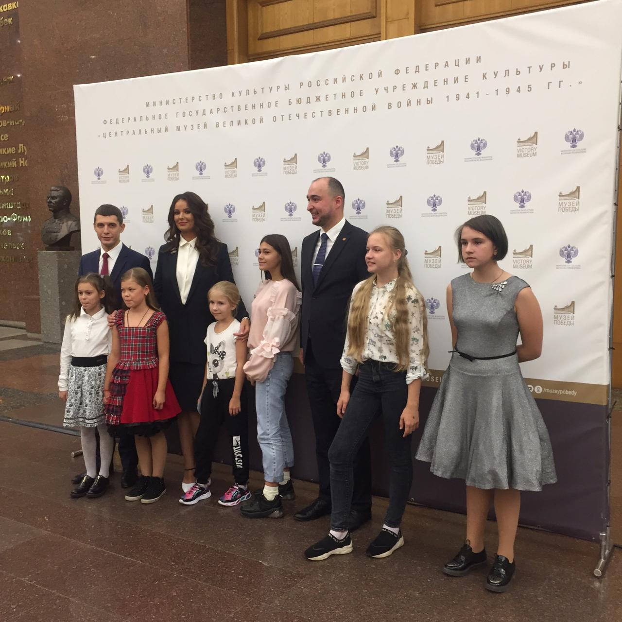 Оксана Фёдорова вручила награды детям — авторам лучших рисунков