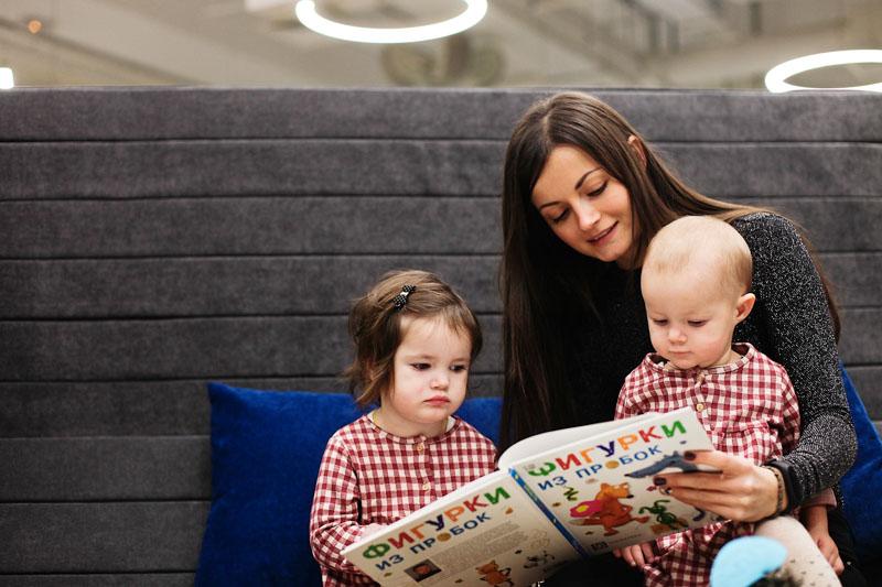 Законодатели Петербурга предложили понизить возраст молодых мам для получения пособия