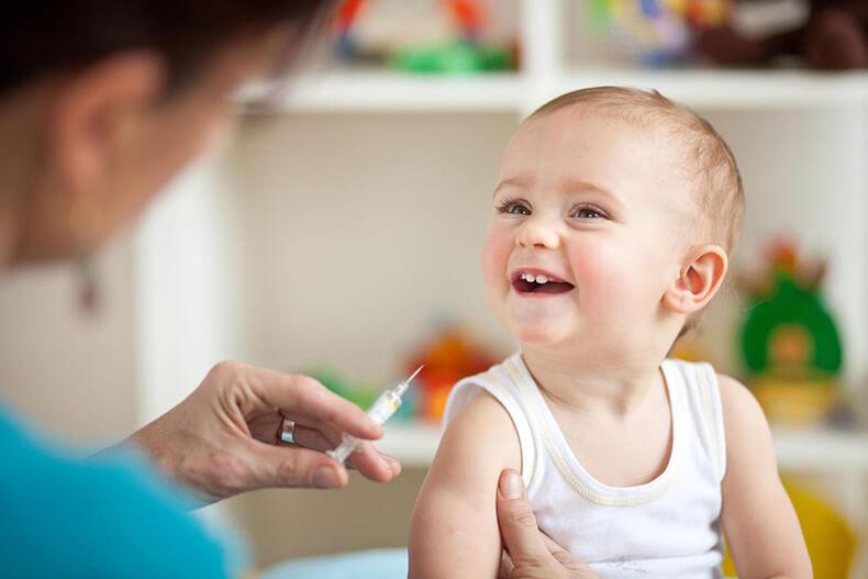 О детских прививках родителям в Москве будут напоминать  адресно