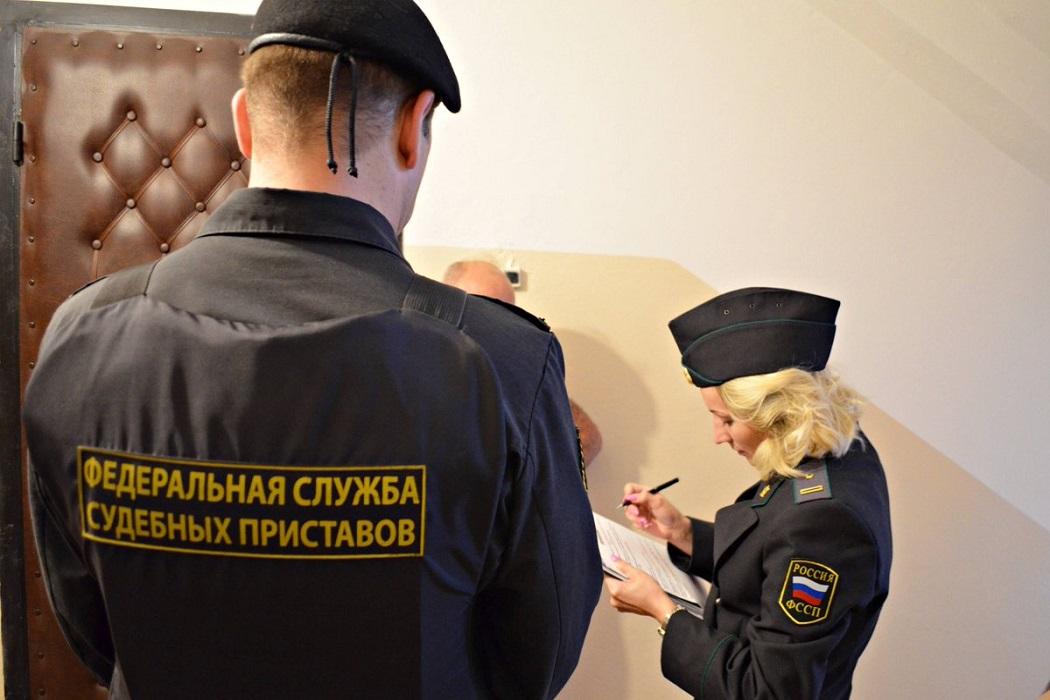 Приставам могут разрешить взламывать двери россиян
