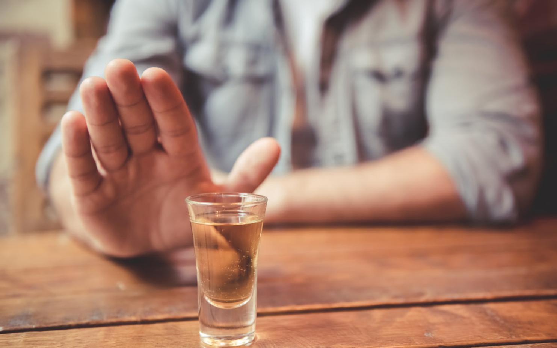 В ВОЗ заявили, что россияне стали почти в два раза меньше пить