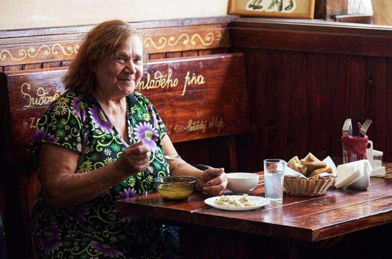 В Москве заработало бесплатное кафе для пенсионеров