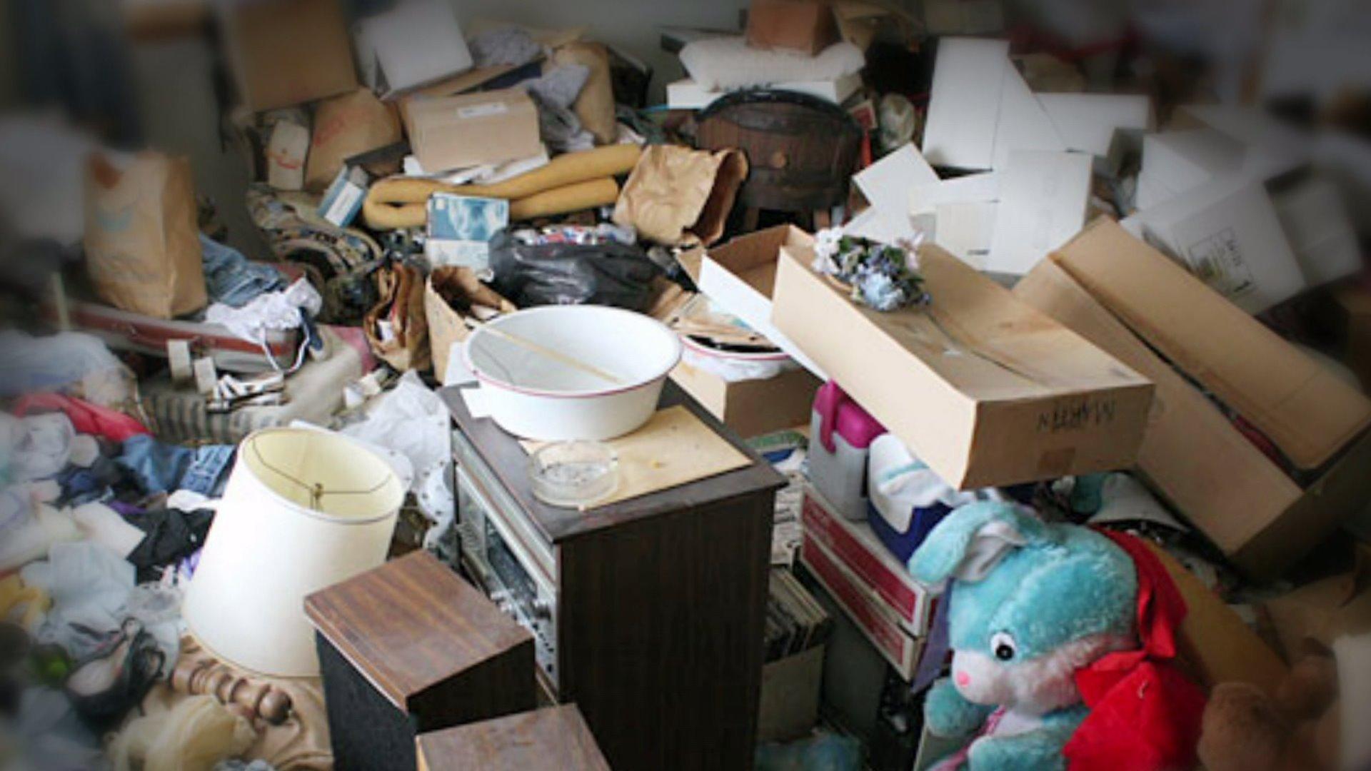 Проблему замусоренных квартир с психически нездоровыми жителями озвучили в Мосгордуме