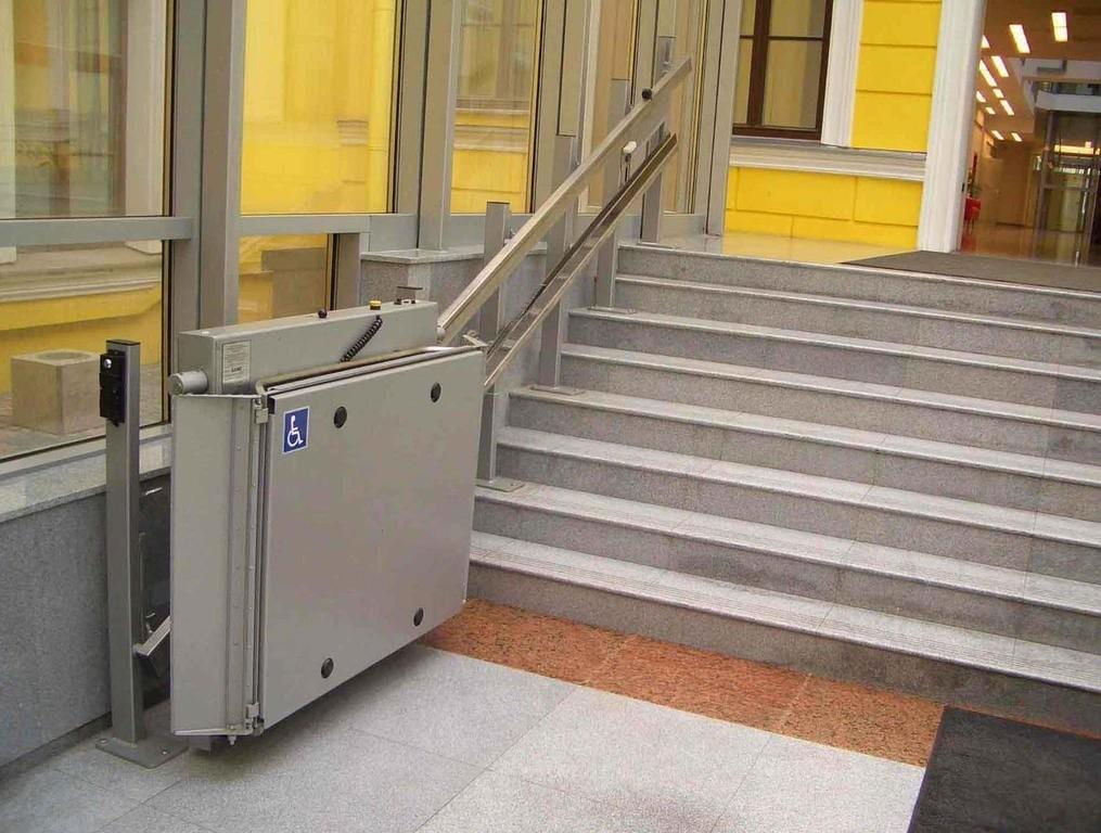 В московских домах для инвалидов-колясочников установят 253 подъёмника