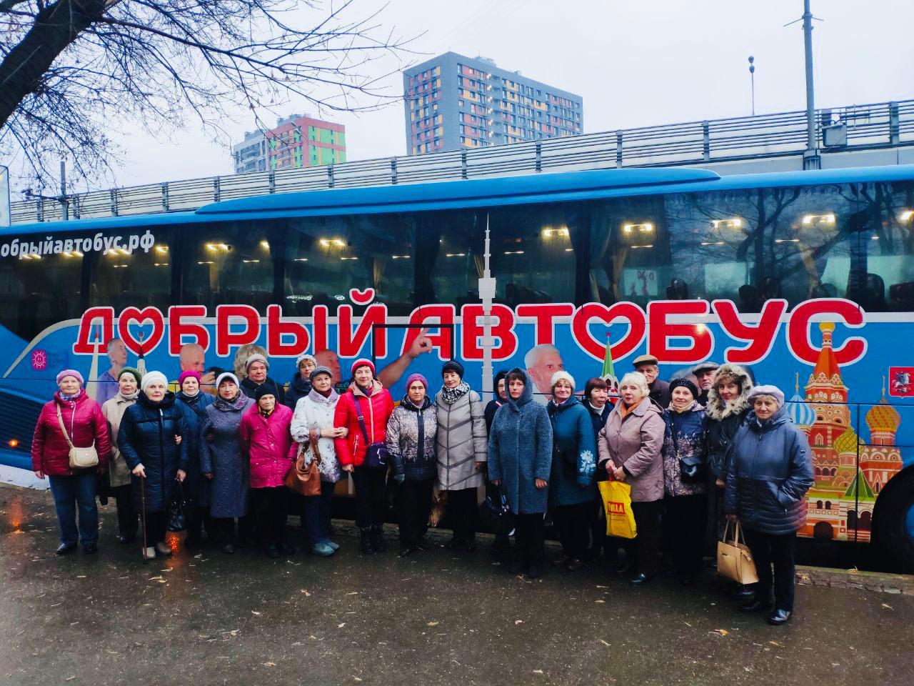 Пенсионеры посетили «Ночь искусств» на десяти «Добрых автобусах» Сабины Цветковой