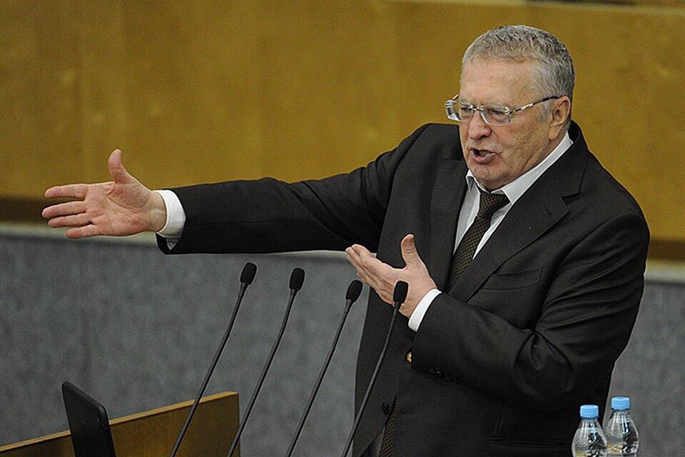 Лидер ЛДПР предложил раздавать бедным просроченную еду в отделениях партии