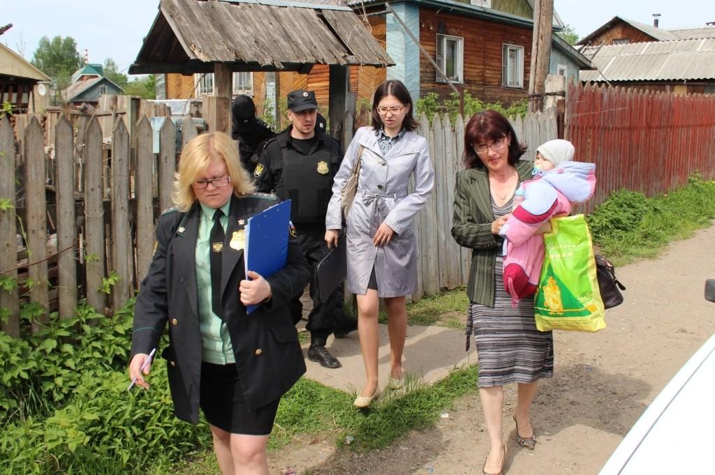 Идея ЛДПР о ликвидации органов опеки встретила оппозицию в лице омбудсмена Кузнецовой