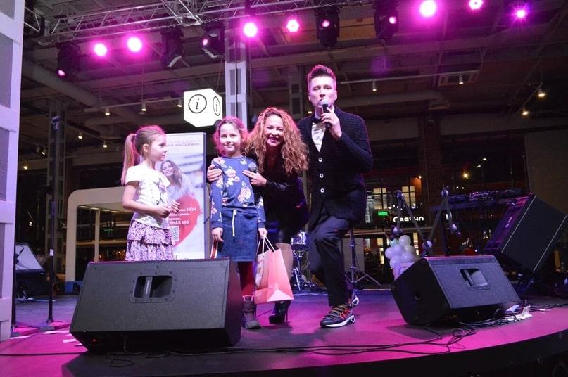 Фонд Оксаны Фёдоровой собрал помощь для детей на фестивале в фудмолле «Депо.Москва»