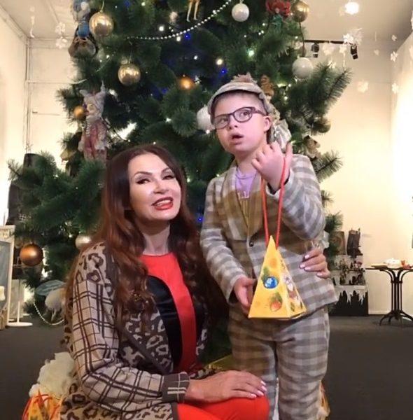 Фестиваль «От винта!» и Бахрушинский музей открыли благотворительную ёлку