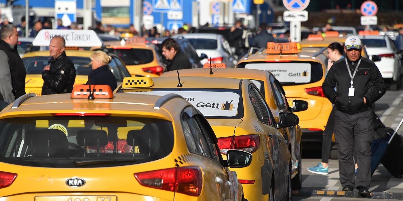 В Совфеде по-разному оценили подготовку к признанию иностранных водительских прав таксистов