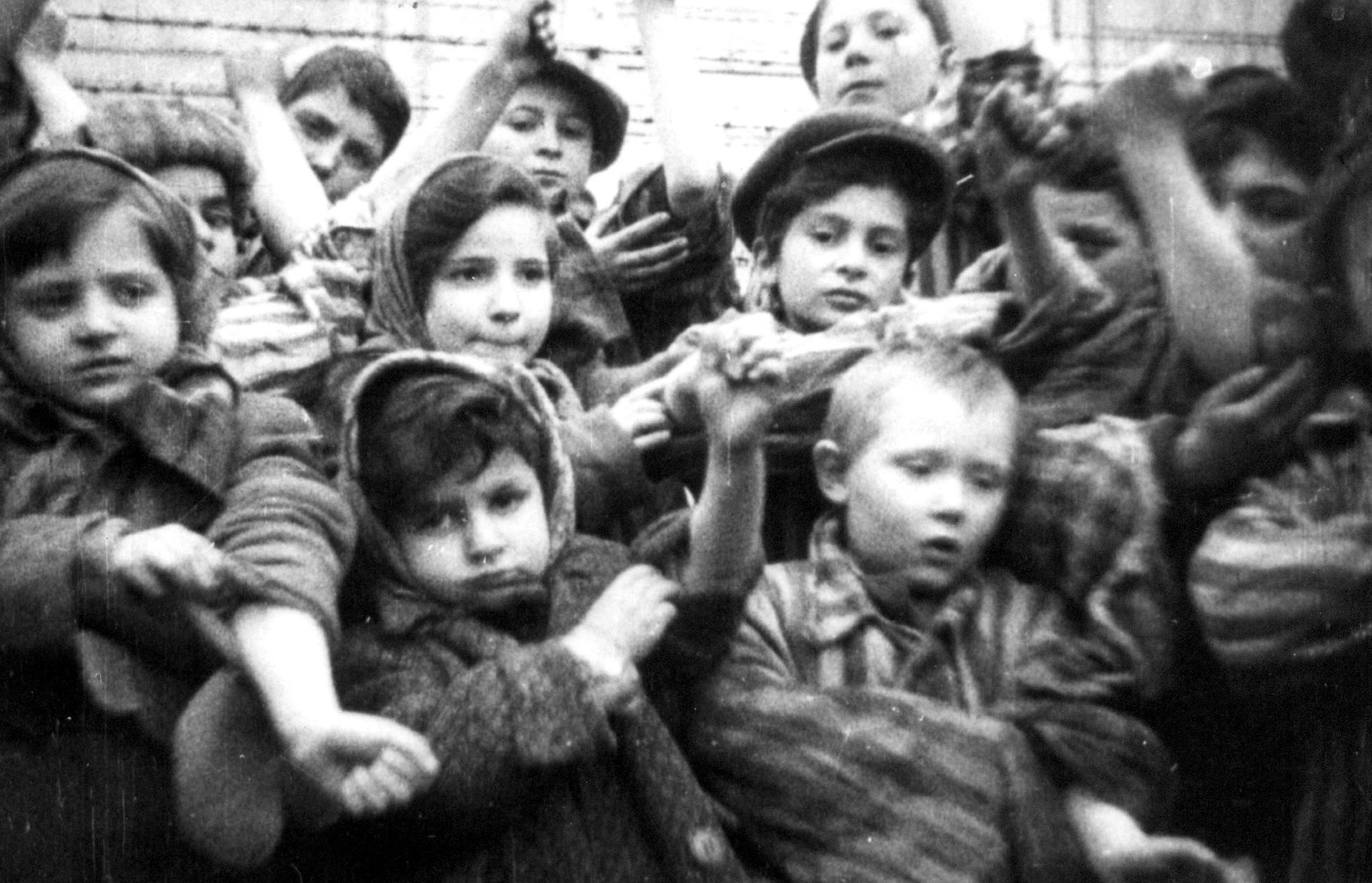 Бывшие узники фашизма отметили дату освобождения Освенцима