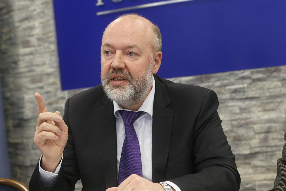 В Госдуме выступили против закрепления понятия брака в Конституции РФ