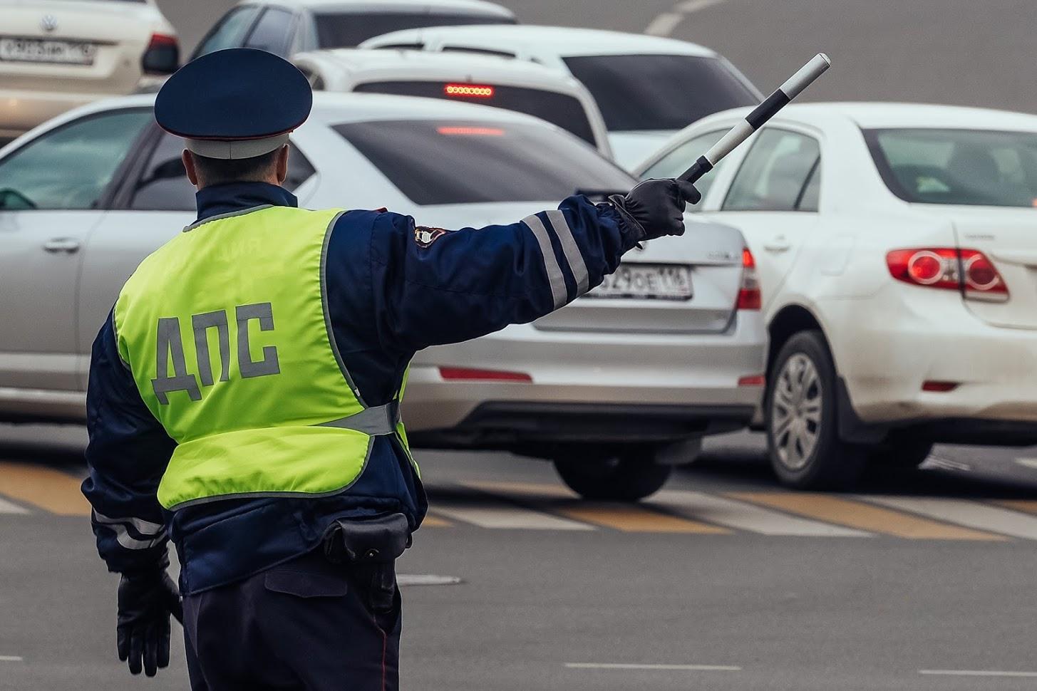 Неплательщиков штрафов начали ловить на дорогах