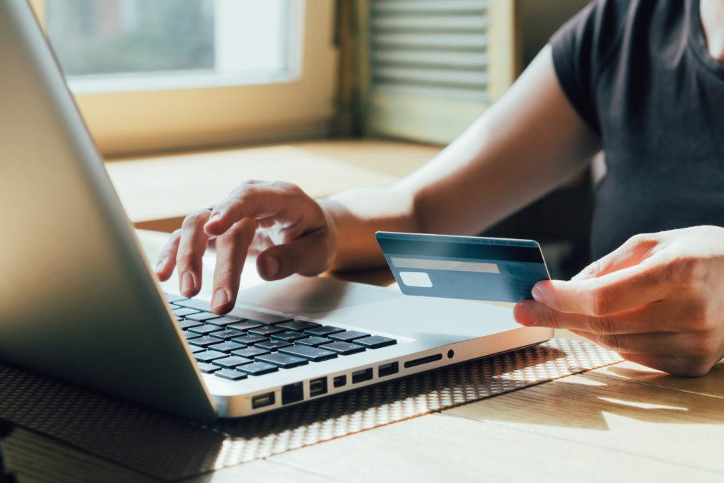 Кредитные договора с клиентами начнут оформлять в электронной форме