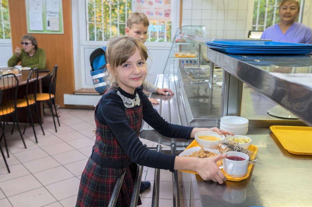 Бесплатное горячее питание в младшей школе будут готовы ввести 68 регионов