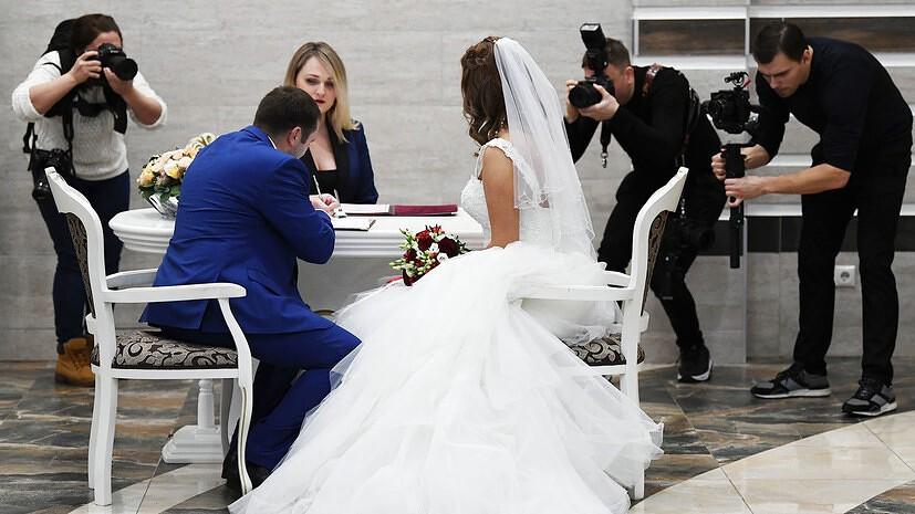 В России определили регионы-лидеры по числу браков