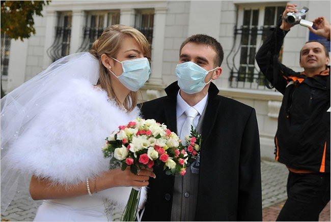 Побывавших в странах с коронавирусом попросили не торопиться с браком