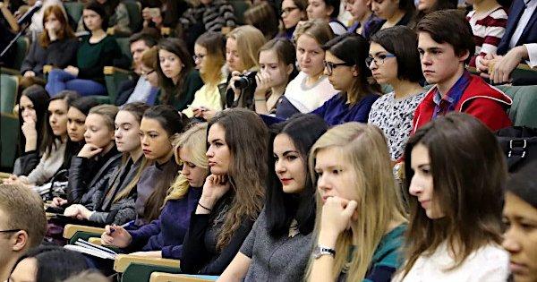 Сотрудникам и студентам МГУ запретили командировки в страны с коронавирусом