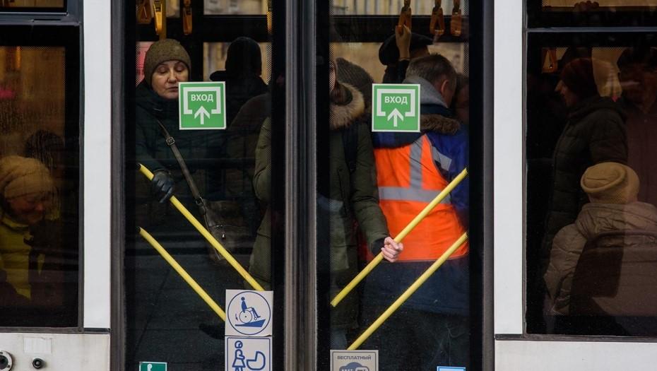 Роспотребнадзор: избегать рукопожатий и общественного транспорта в час пик