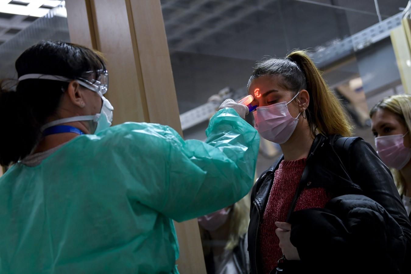 Возраст порядка 50% вновь заболевших коронавирусом в Москве составил менее 45 лет
