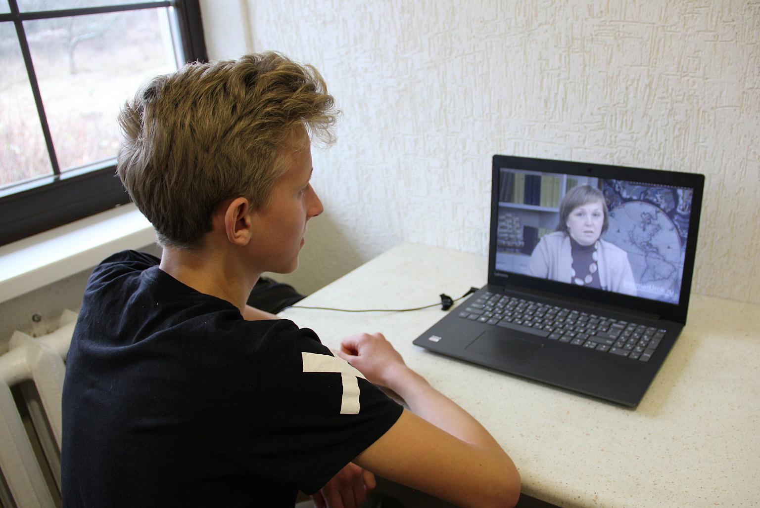 Минобрнауки не исключило начала учебного года в вузах онлайн