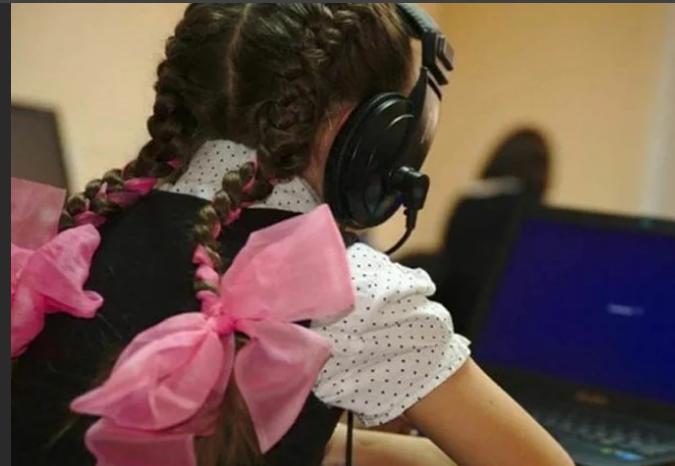 Свердловские промышленники обеспечили гаджетами первоуральских школьников