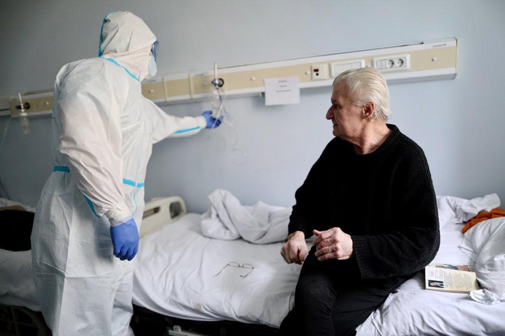 Медики отметили нетипичное течение коронавируса у пожилых пациентов