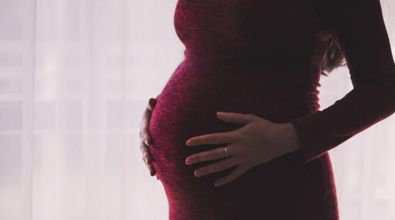 Беременным не будут оплачивать больничный на время болезни коронавирусом