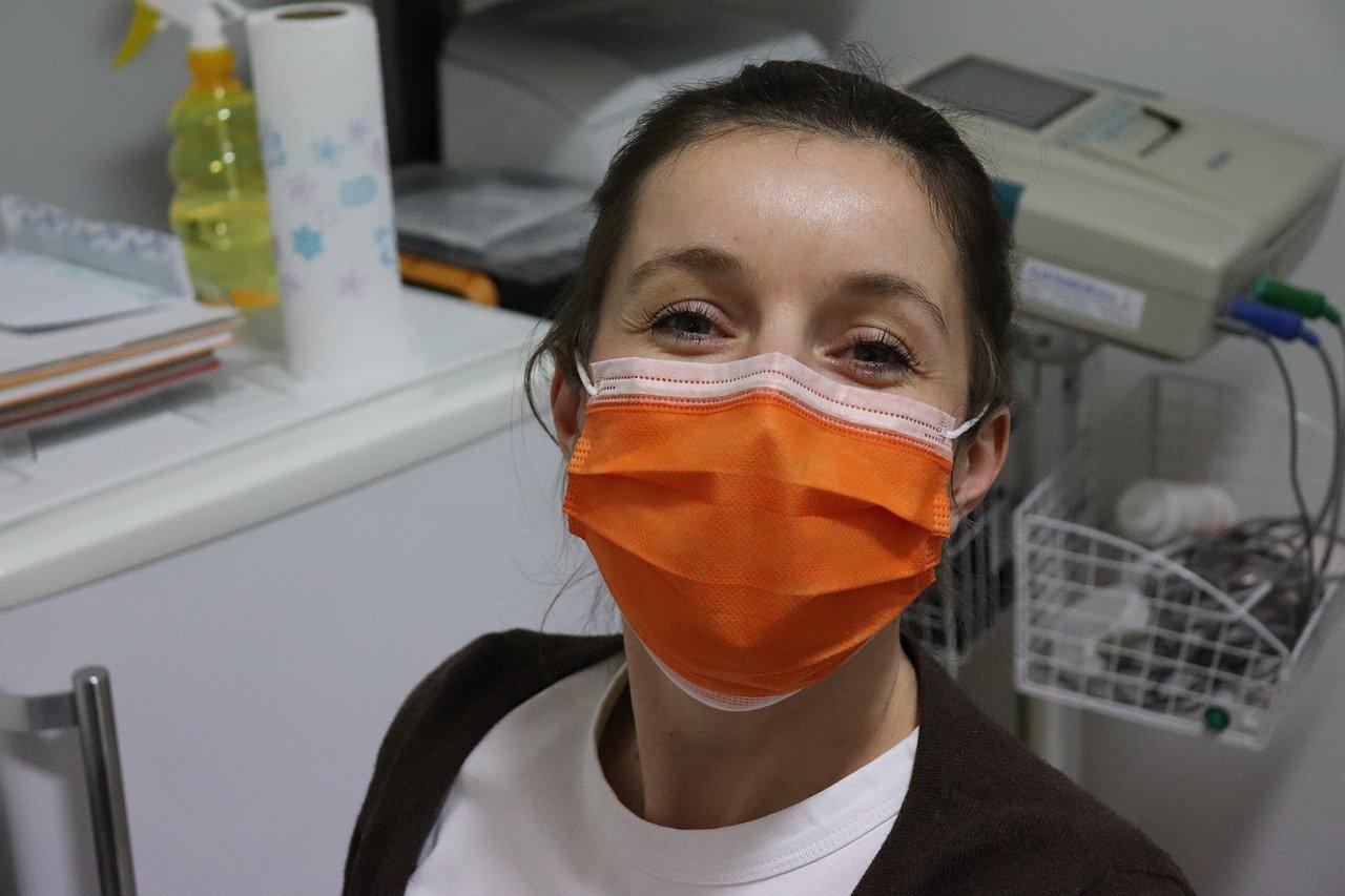 Специалист рассказал о социальных последствиях ношения масок