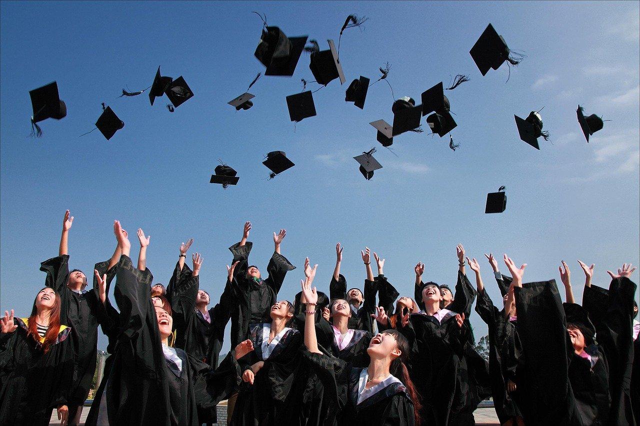 Были названы самые популярные факультеты у выпускников