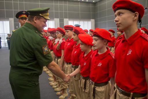 Владимир Путин внёс в Госдуму законопроект о воспитании у школьников патриотизма